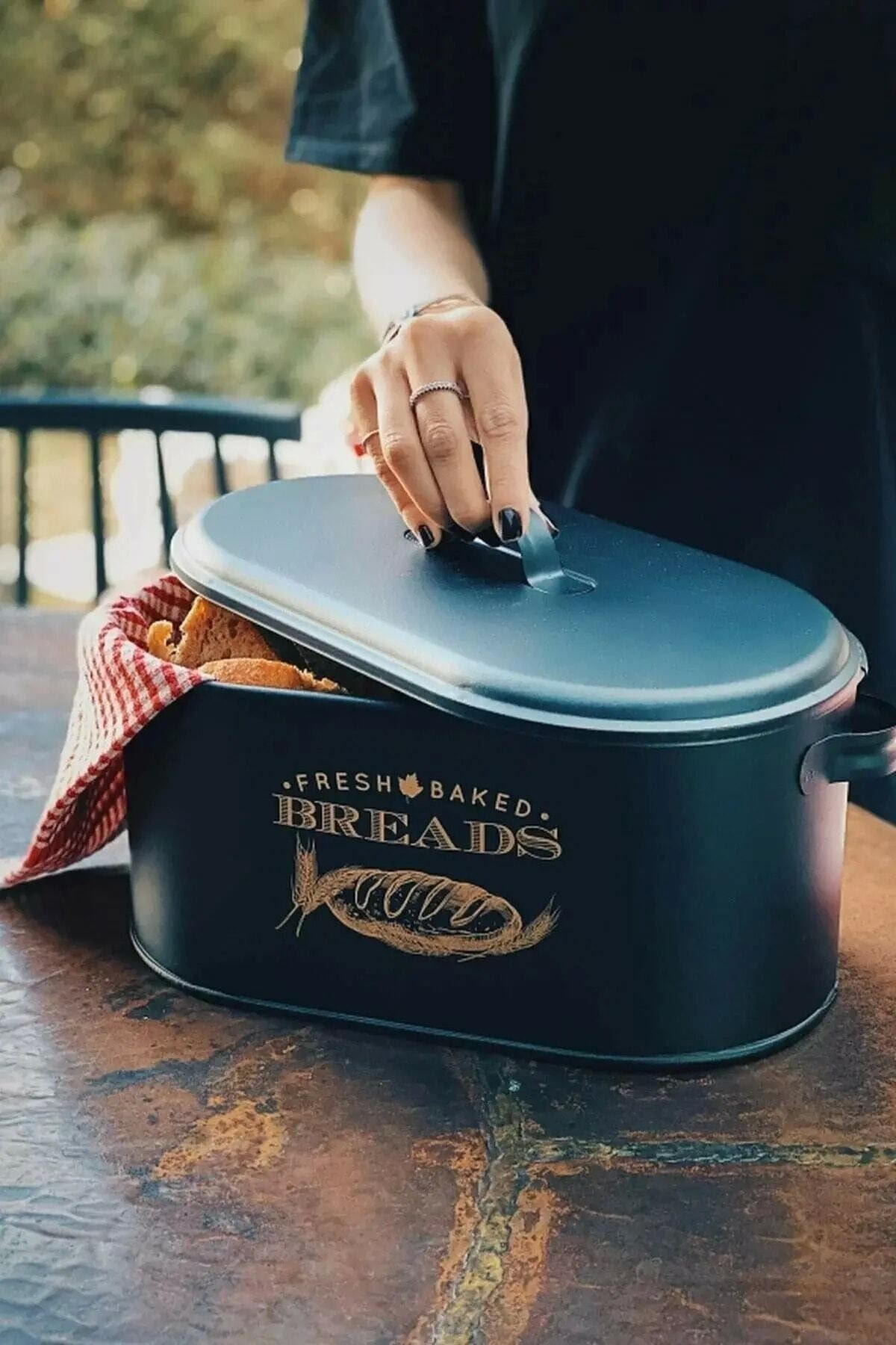 Siyah Italyan Tarzı Metal Ekmeklik Ekmek kutusu